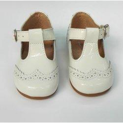 Tipo sandalia charol beige