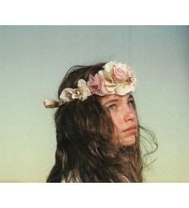 Corona rafia flores maquillaje