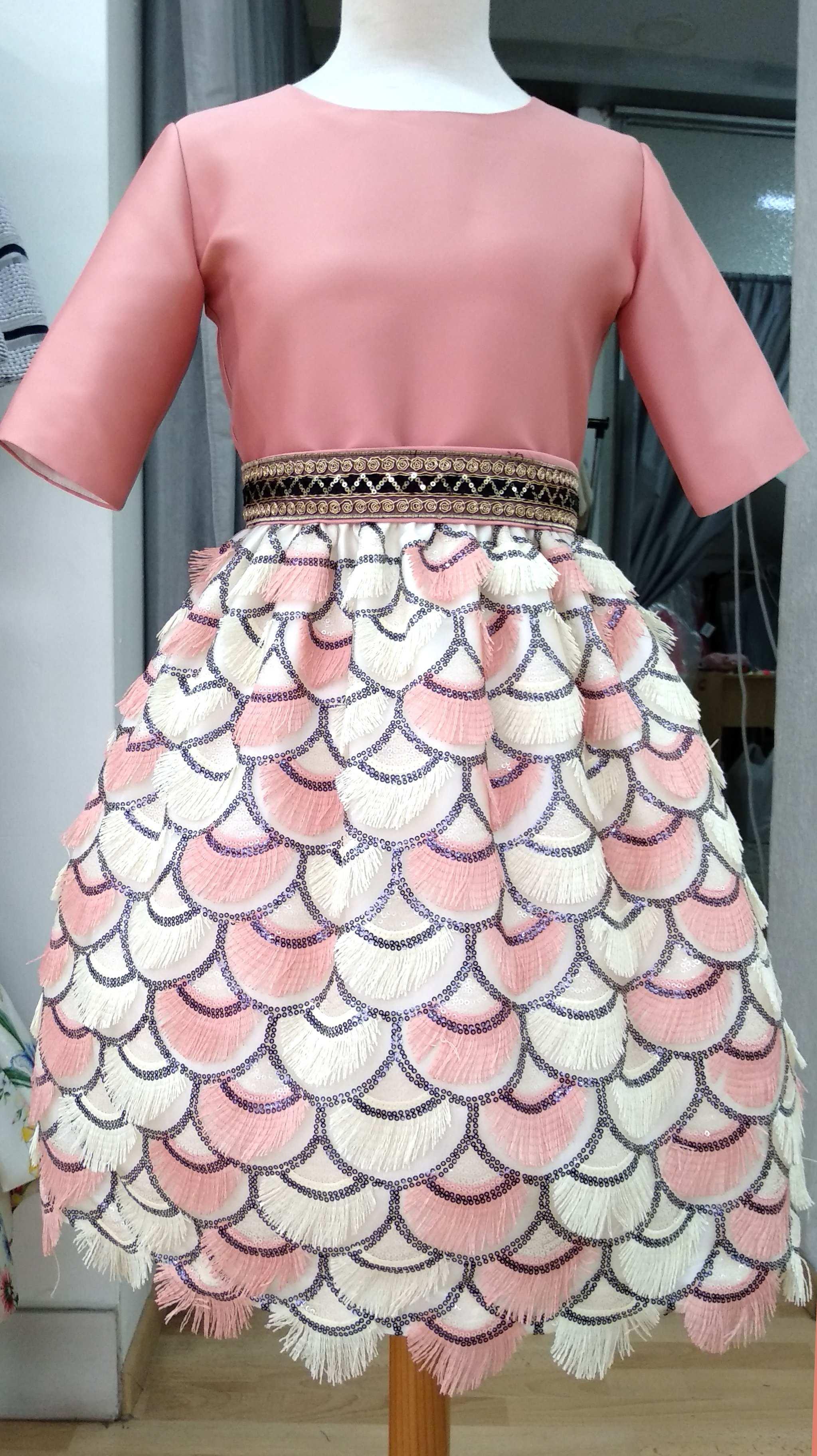 f8653db47 Vestido coral falda flecos - Arca Boutique Infantil-Juvenil