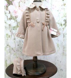 Abrigo niña con capota detalle lazos camel